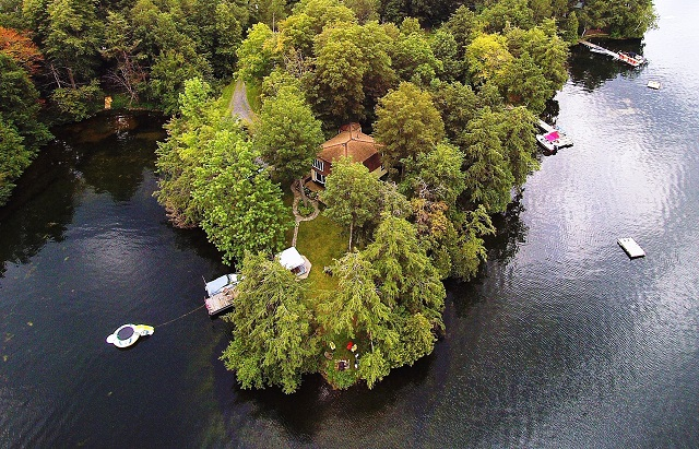 242 McNally's Lane Waterfront Home Cottage Upper Rideau Lake Gurreathomes