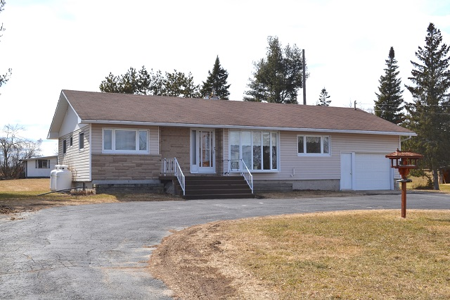 9859 County Road 42 Bungalow Westport Rideau Lakes Gurreathomes