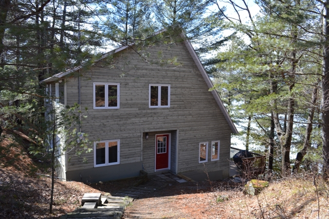 782 Pike Lake Rt 16 Tay Valley Waterfront Cottage Gurreathomes
