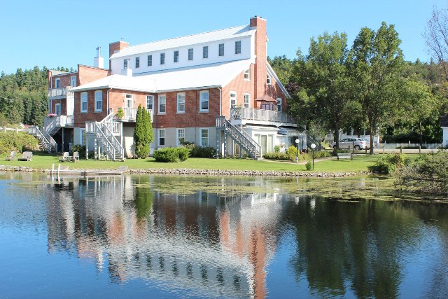 2-19 Main Street Westport Condo Upper Rideau Lake Waterfront Harbour Gurreathomes