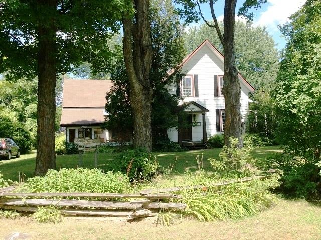 4000 McCann Road Acreage Farmhouse Rideau Lakes Gurreathomes
