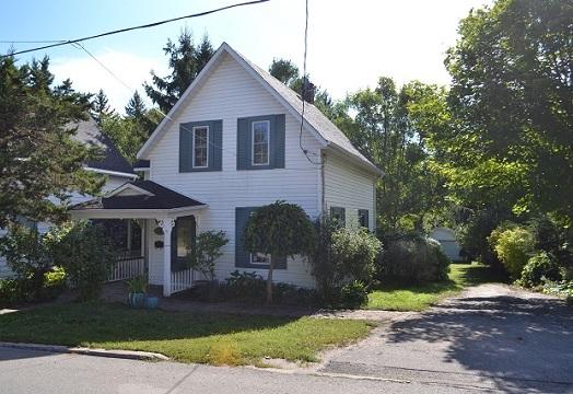 27 Rideau Street, Westport, Ontario, Gurreathomes