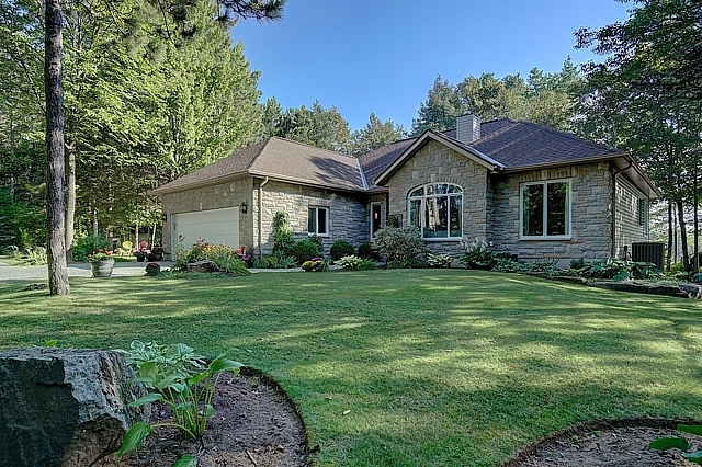 8270 Perth Road, South Frontenac, Ontario, Gurreathomes.com